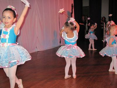 Comemoracao do Valentines Day do International Dance Academy em Newark